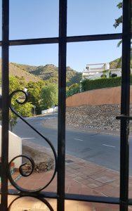 Den underbara utsikten mot bergen från sovrum 2!