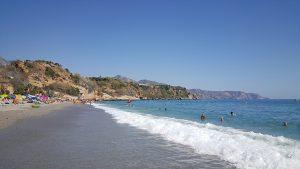 Den största stranden i Nerja, Burriana beach, i oktober!