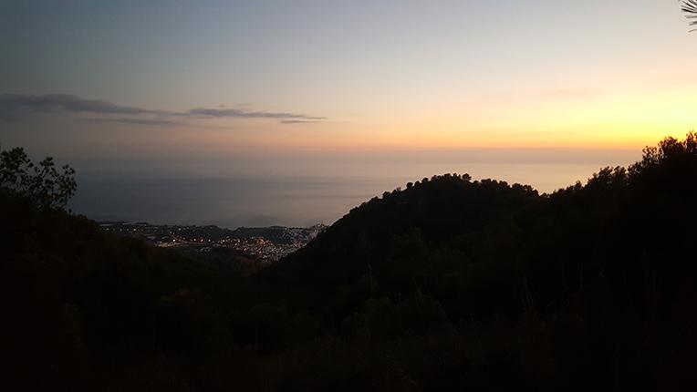 Utsikt över Nerja från berget efter en rask promenad i 45 min rakt upp ovanför huset!