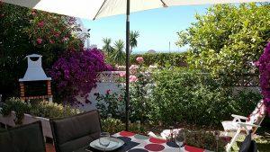 Utsikt från matplatsen på terrassen!