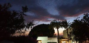 Underbar solnedgång från terrassen
